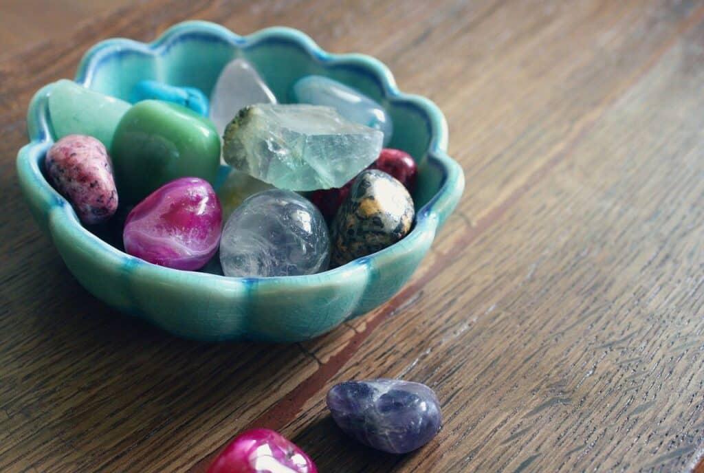 Skål med krystaller